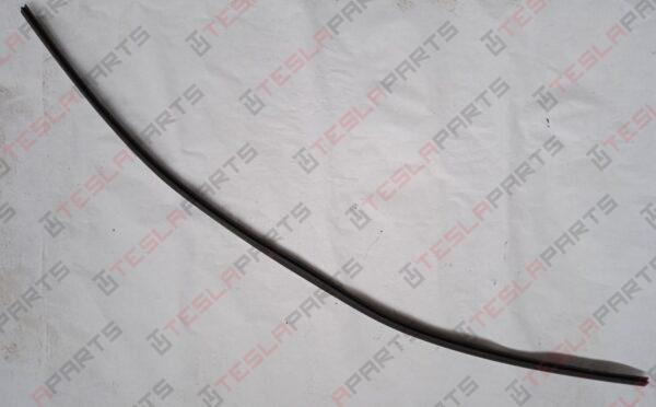 1004376-00-D - Уплотнитель (полоса) под лобовым стеклом