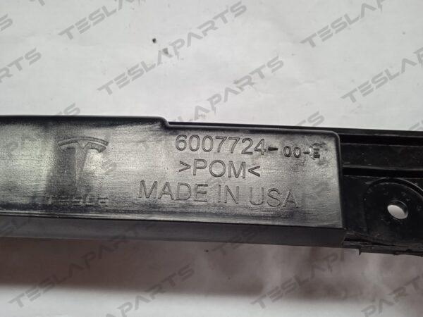 6007724-00-E - Кронштейн крепления заднего бампера центральный